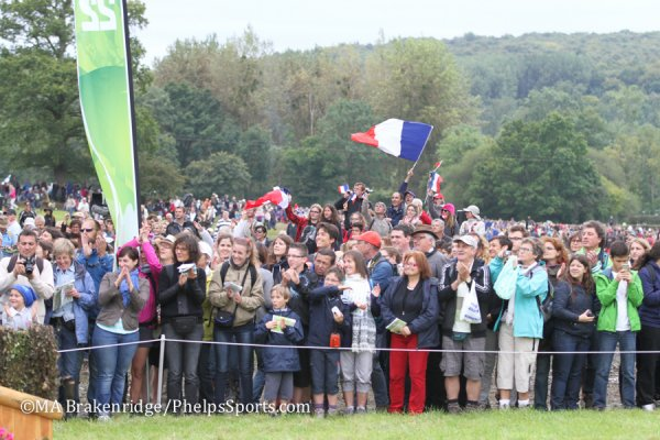 © Mary Adelaide Brakenridge: A sold-out crowd of spectators gathered for cross-country, with plenty of team spirit on display