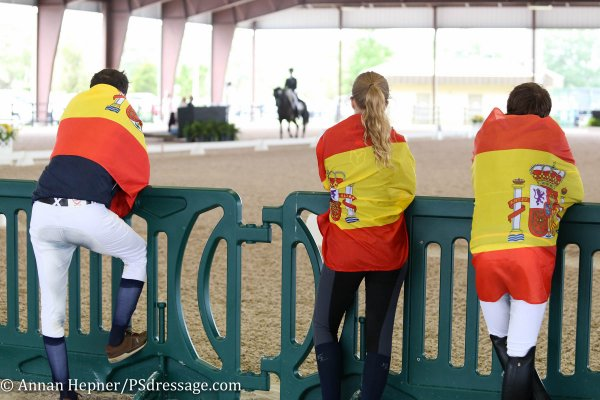 © Annan Hepner : Team Spain cheering on their teammate Juan Matute Jr.